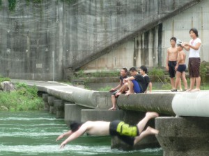 沈下橋から飛び込みます