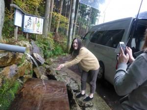 11月9日(日)にクリスマスリース作成体験・永源寺拝観・湧き水くみを行いました!